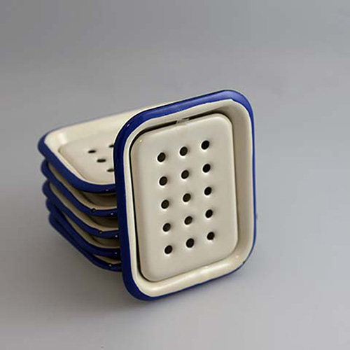 Soap dish in enamel, white and blue in the group Gifts at Stiftelsen Prins Eugens Waldemarsudde (12532)